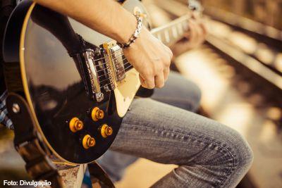 Tocar guitarra - imagem 1