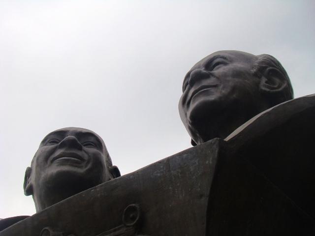 Estátua de Dodô e Osmar em Salvador