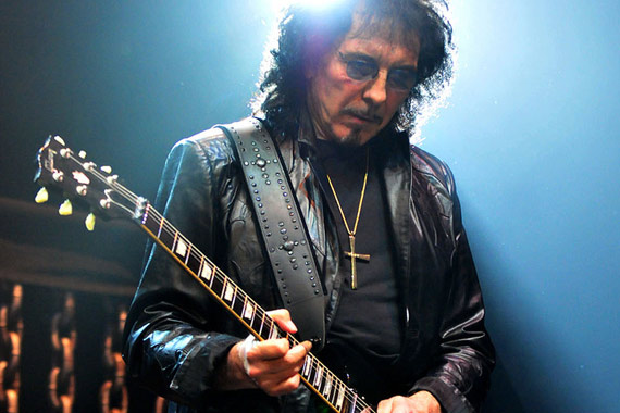 "guitarrista Tony Iommi da banda britânica ""Black Sabbath""."