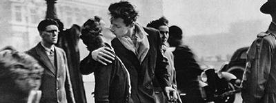 """""""Le baiser de l'hôtel de ville"""" de Robert Doisneau"""